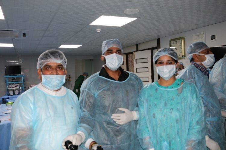 Gynecologist Practicing Laparoscopic Sacrohysteropexy, Sacrocolpopexy surgery and Surgeons practicing Laparoscopic Nissen Fundoplication, Nephrectomy and Splenectomy surgery on the live Tissue.
