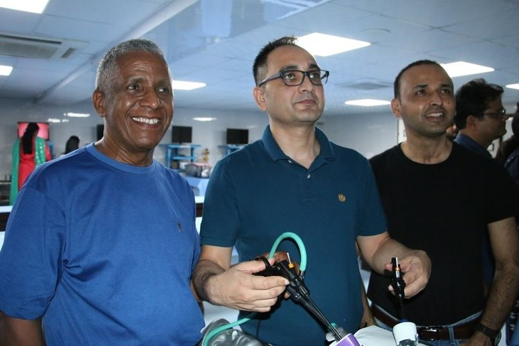 Surgeon & Gynecologist Practicing Extracorporel Meltzer knot, Mishra Knot & Roders knot Demonstration by Prof. Dr. R K Mishra