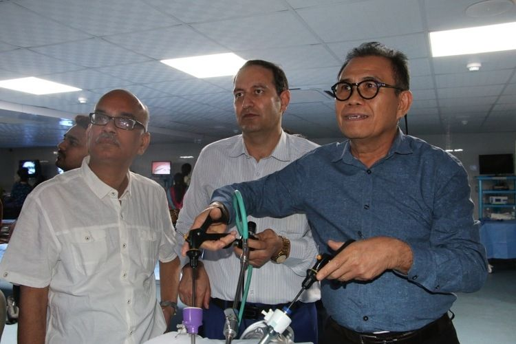 Today prof Dr. R. K. Mishra Demonstrate to Surgeons & Gynecologists practicing for Laparoscopic Extracorporeal Roders, Meltzers, Mishra knot